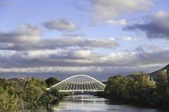 横向多云天空桥梁 库存图片
