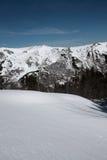 横向多雪的比利牛斯 图库摄影