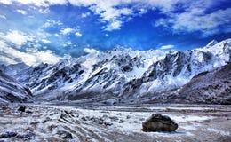 横向山尼泊尔 免版税库存图片