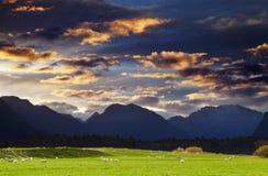 横向山新西兰 免版税库存照片