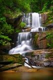 横向山本质瀑布 图库摄影