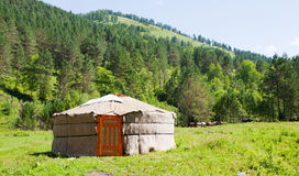 横向山yurta 库存照片