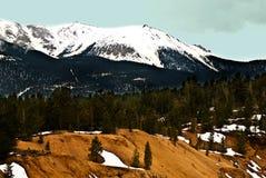 横向岩石山峰的矛 免版税图库摄影