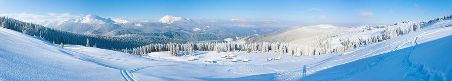 横向早晨山全景冬天 免版税图库摄影