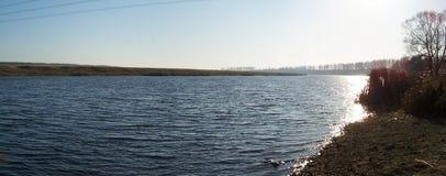 横向河 库存照片