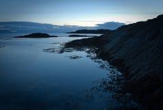 横向海洋岩石 免版税库存照片