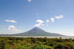 横向火山 免版税库存图片