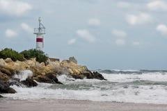 横向灯塔多暴风雨的天气 免版税库存图片