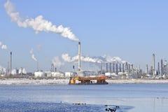 横向炼油厂冬天 图库摄影