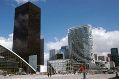 横向现代巴黎摩天大楼 免版税库存照片