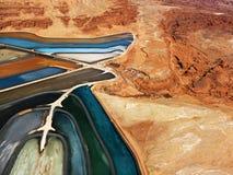 横向筑成池塘岩石跟踪 免版税库存图片