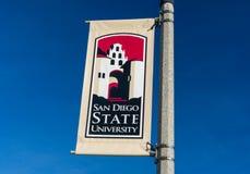 横幅和商标在圣地亚哥州立大学校园里  图库摄影