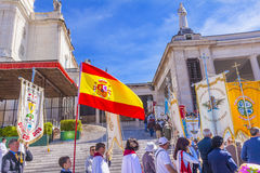 横幅西班牙旗子5月13日玛丽出现天法蒂玛葡萄牙 库存照片
