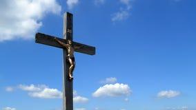 横渡与Lusen小山山顶的耶稣基督在Bayerischer瓦尔特 库存图片