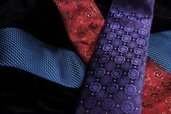 横渡在其他顶部的三条领带在黑天鹅绒 库存图片