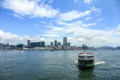 横渡在香港海湾 免版税库存图片