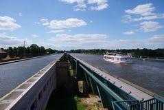 横渡在Weser的水在明登附近 免版税库存图片