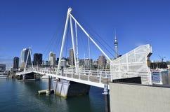 横渡奥克兰新西兰的Wynyard 免版税库存照片