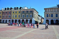横渡正方形,街道的孩子 库存图片