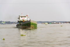 横渡湄公河在我的Tho,越南的小船 免版税图库摄影