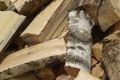 横渡的木头 免版税库存图片