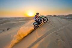 横渡通过沙漠 免版税库存图片
