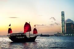 横渡维多利亚港口,香港的旅游破烂物 免版税库存照片