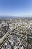 横渡洛杉矶河的格伦代尔高速公路 免版税图库摄影