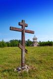 横渡以纪念教会和建设中东正教的依据小山的 免版税库存照片