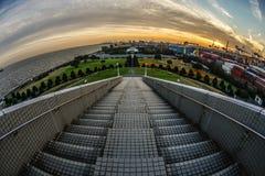 横滨口岸标志塔台阶和晚上 库存图片