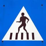 横穿步行者符号 免版税图库摄影