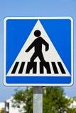 横穿步行者符号 免版税库存照片