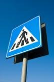 横穿步行者符号 图库摄影
