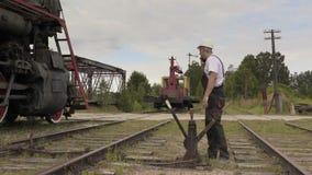 横穿的铁路员工 股票录像