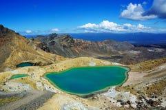 横穿鲜绿色湖tongariro 库存图片