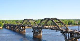 横跨伏尔加河的桥梁 雷宾斯克,俄罗斯 免版税图库摄影