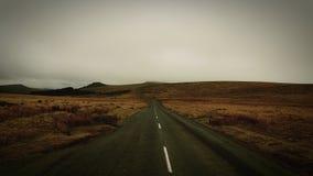 横跨停泊的路 Dartmoor国家公园 德文郡 英国 免版税库存图片