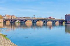 横跨加龙河,图卢兹的石桥梁 免版税库存照片