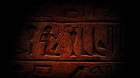 横跨古老埃及象形文字的平底锅 股票录像