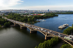横跨叶尼塞的桥梁在克拉斯诺亚尔斯克,俄罗斯 库存图片
