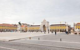 横跨商务正方形的看法在里斯本,葡萄牙 库存图片