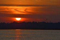 横跨圣约翰被观看的日落' s河 库存照片