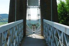 横跨在玫瑰花的铁锁式桥梁 免版税库存照片