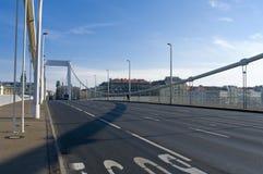横跨多瑙河的伊丽莎白桥梁在布达佩斯 免版税图库摄影
