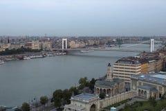 横跨多瑙河的伊丽莎白桥梁 库存照片