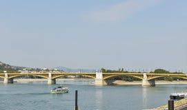 横跨多瑙河的玛格丽特桥梁在布达佩斯,匈牙利 库存图片