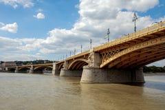 横跨多瑙河的玛格丽特桥梁 库存图片