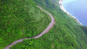 横跨宜兰海岸线的路在台湾 东北镇在台北市附近的海岸Mountan地形  r 股票视频