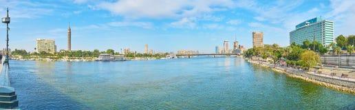 横跨尼罗,开罗,埃及的桥梁 免版税库存图片