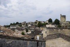 横跨屋顶的看法对圣Emilion城堡 免版税图库摄影